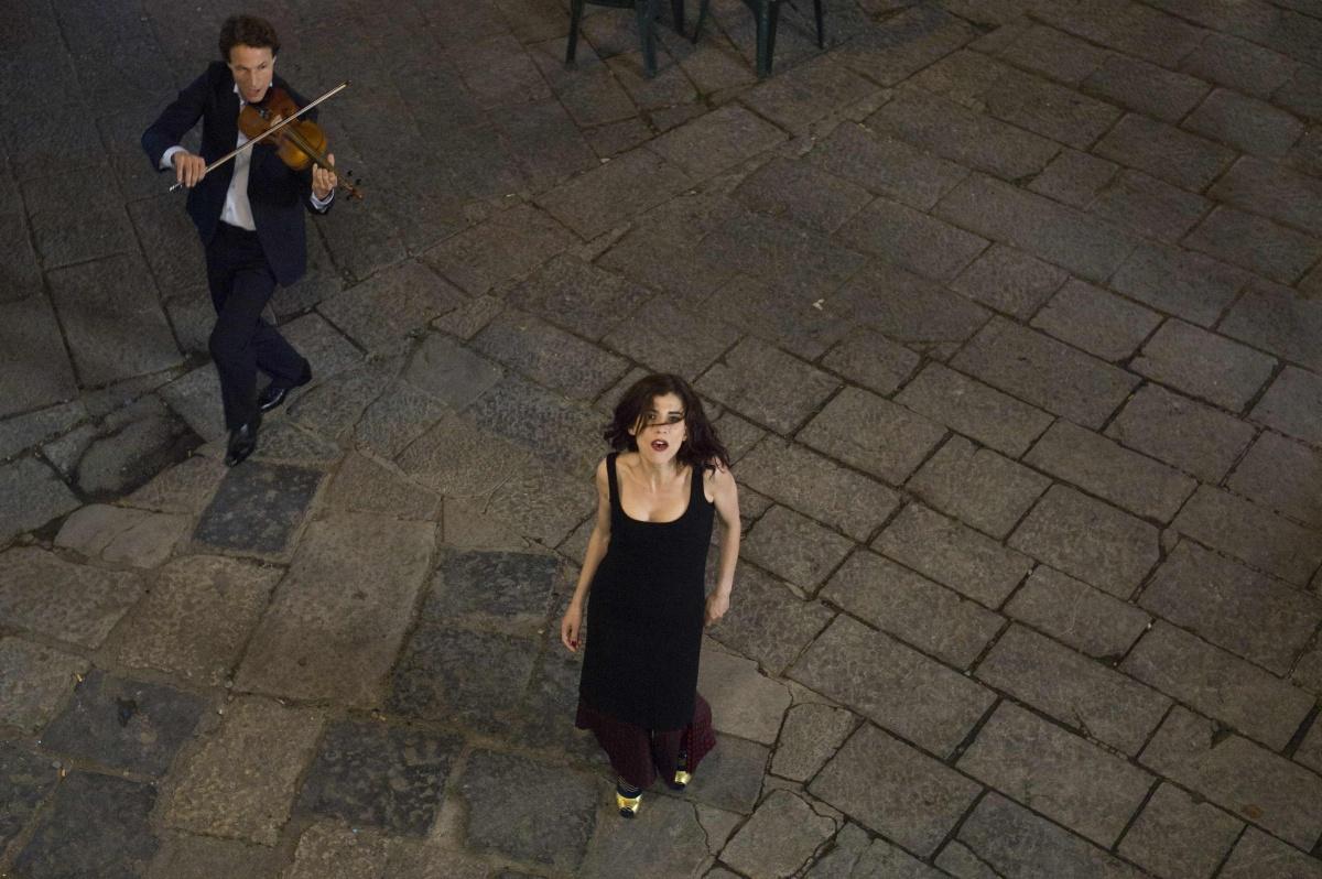 """""""Le Donne della Vucciria"""": Il documentario di Jean-Marie e Letmiya Sztalryd sull'eclettica stilista inglese, Vivienne Westwood, dalla Mostra Internazionale del Cinema di Venezia alla prima tv su laeffe"""